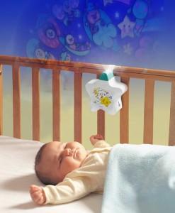 TOMY projektor - hra světel na dobrou noc bílá c