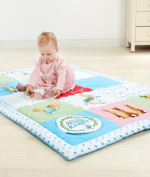 Rainbow Designs hraci deka s aktivitami Peter Rabbit c