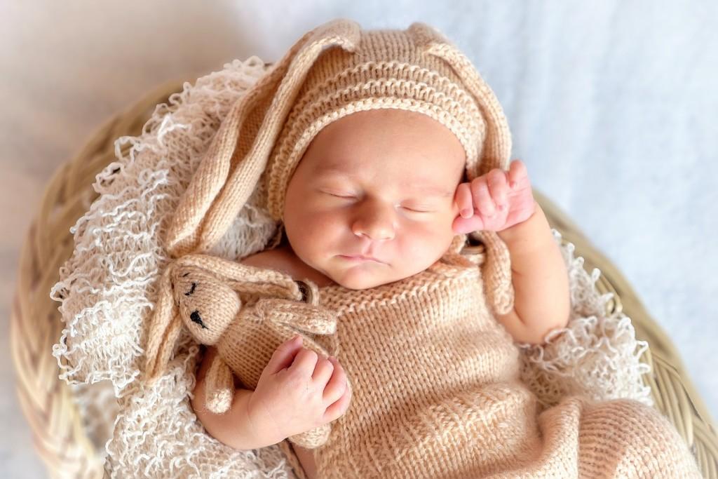 Novorozenci tráví většinu sánku v REM fázi, která je charakterizována sněním. Foto: Pixabay.com